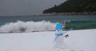 Sneško Belić na plaži u Kavali